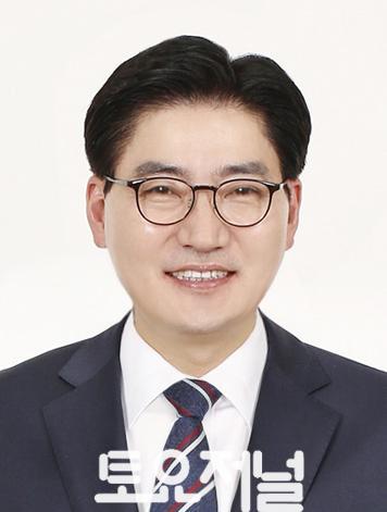 이정훈 강동구청장 프로필 사진.jpg