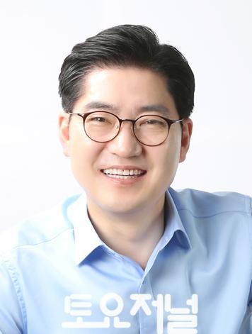 이정훈 강동구청장 프로필(0705)-최종.jpg