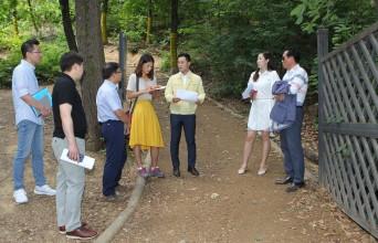 강동구의회 이승일 행정복지부위원장, 강동그린웨이 가족캠핑장 안전울타리 설치위한 현장점검