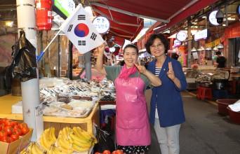 강동구의회 박희자 의원, 『광복 74주년 기념』 둔촌역 전통시장 나라사랑 태극기 달기 운동에 앞장
